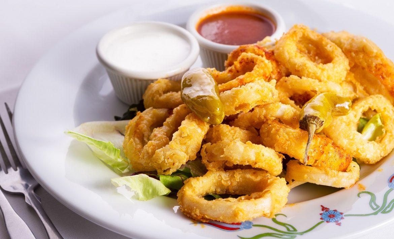 Fried Calamari With Red Sauce